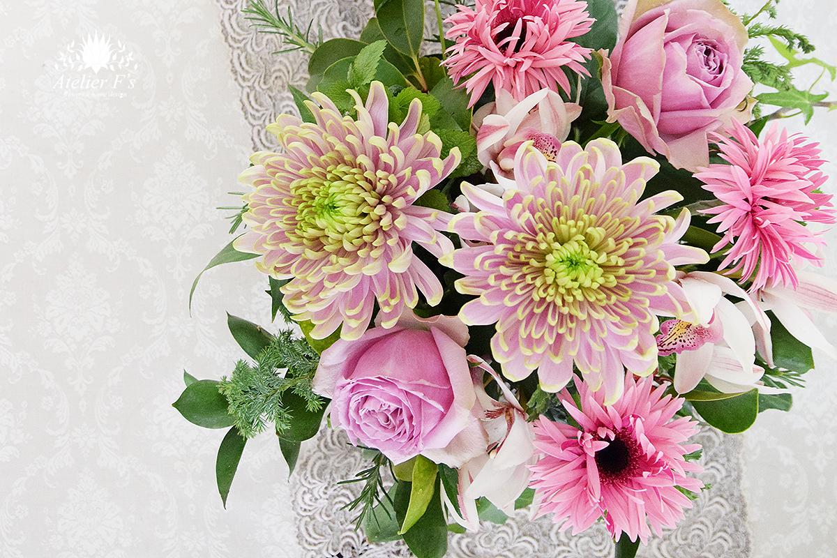 菊とバラとガーベラで作るお正月アレンジ