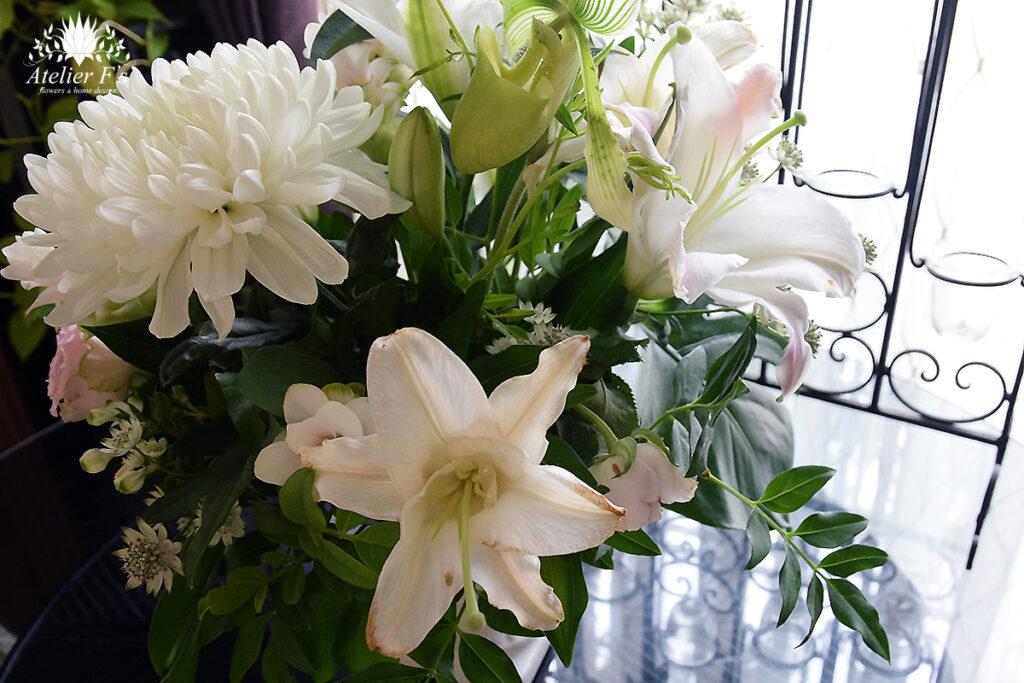 お盆のお供え一部の花が枯れた