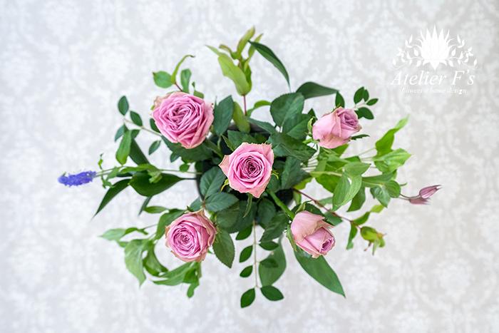楕円形の長い方にラインの花を入れる